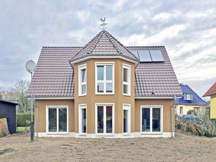 Einfamilienhaus | Turmhaus 199_Turmerker mittig_zentrale offene Polygonal-Treppe_Solaranlage_1816