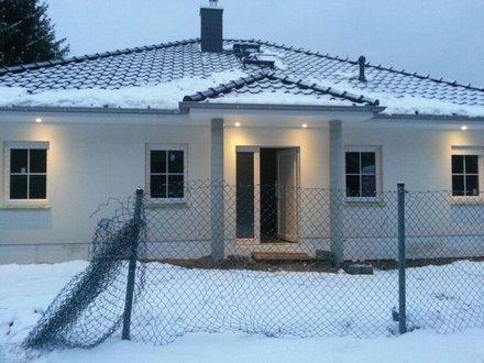 bungalow_ahlbeck_eingang_mit_saeulen_winter.jpg