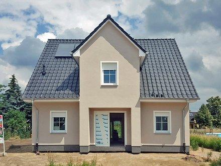Einfamilienhäuser | Stadthaus_EingangStadthausgiebel_Putzfassade_Gas/Solar-Energie_1667