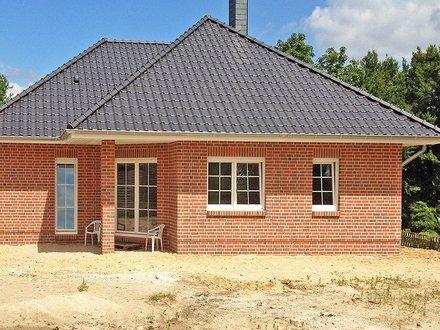 Bungalows| Ahlbeck_Klinkerfassade_Sprossenfenster_überdeckte Terrasse_959