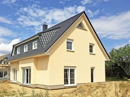 Einfamilienhäuser | Wismar_DreiecksfensterSpitzbodengiebel_Trapezgaube+3 Fenster_ErkerEG_1656