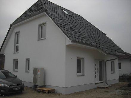 landhaus_142_eingang_putzfassade.jpg