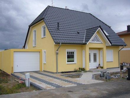 Einfamilienhäuser | Landhaus 142, Frontansicht mit Garage
