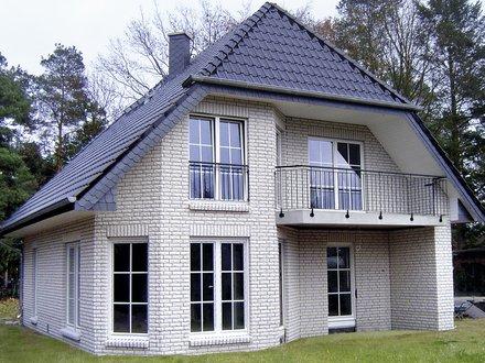 Einfamilienhäuser | Haus Schwerin (Klinkerfassade weiß, Gartenansicht)