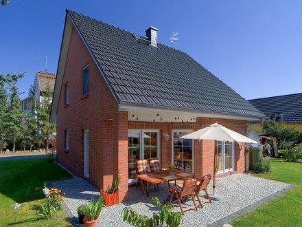 Einfamilienhäuser | Haus Wismar (Klinkerfassade), Terrassen- und Gartenansicht