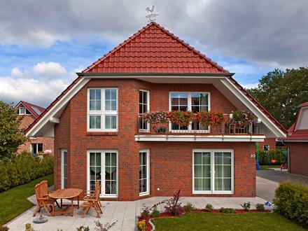 Einfamilienhäuser | Haus Schwerin (Klinkerfasade, Gartenansicht)