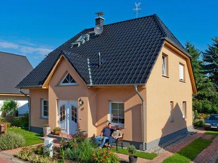 Einfamilienhäuser | Landhaus 142 (Putzfassade Hauseingang schräg)