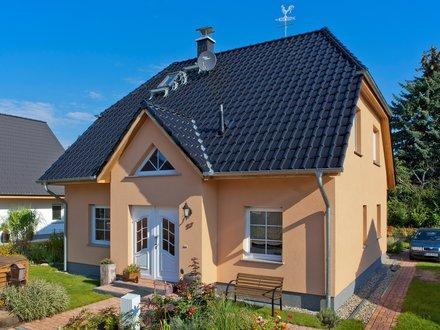 Einfamilienhäuser | Landhaus 142 (Putzfassade Hauseingang schräg 2)