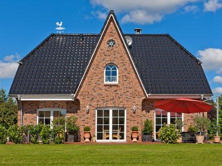 Einfamilienhäuser | Friesenhaus (Klinkerfassade, Rückansicht)