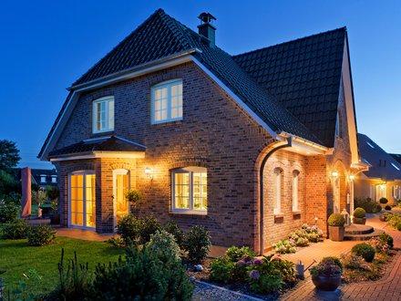 Einfamilienhäuser | Friesenhaus (Klinkerfassade), Gartenansicht_2