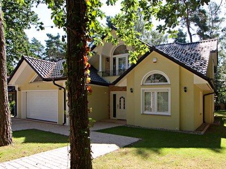 Exklusive Häuser | Landhausvilla Kanada (Putzfassade, Hauseingang schräg 3)
