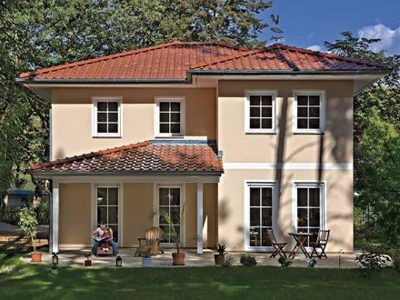 Stadtvillen | Villa Verona (Putzfassade), Terrassen- und Hausimpression