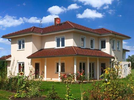 Stadtvillen | Villa Meran (Putzfassade), Gartenansicht auf Terrasse