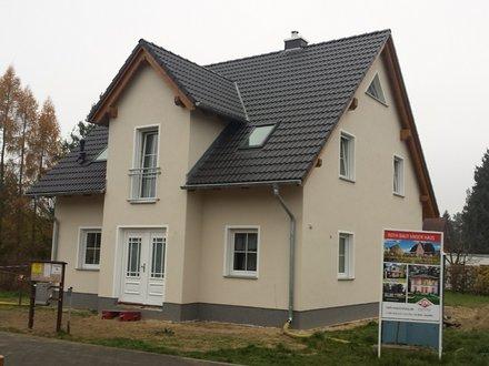 stadthaus141_eingang-putzfassade.jpg