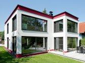 Moderne Häuser | Cubatur (Freie Planung, Putzfassade), Gartenansicht (Jalousien offen)
