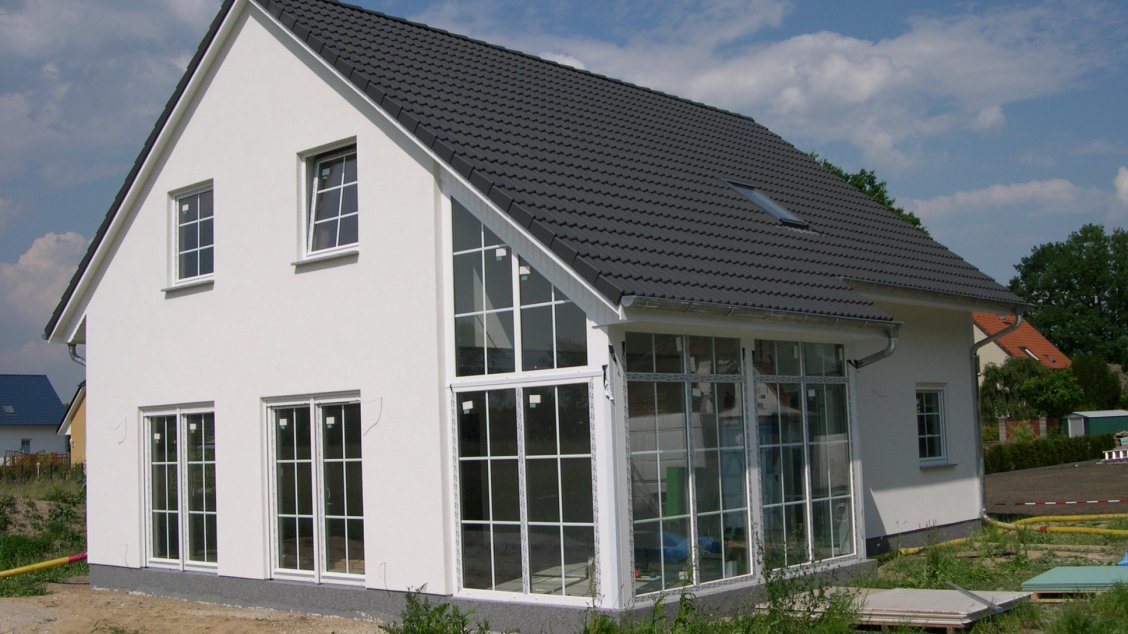 landhaus mit wintergarten hausreferenz einfamilienh user. Black Bedroom Furniture Sets. Home Design Ideas