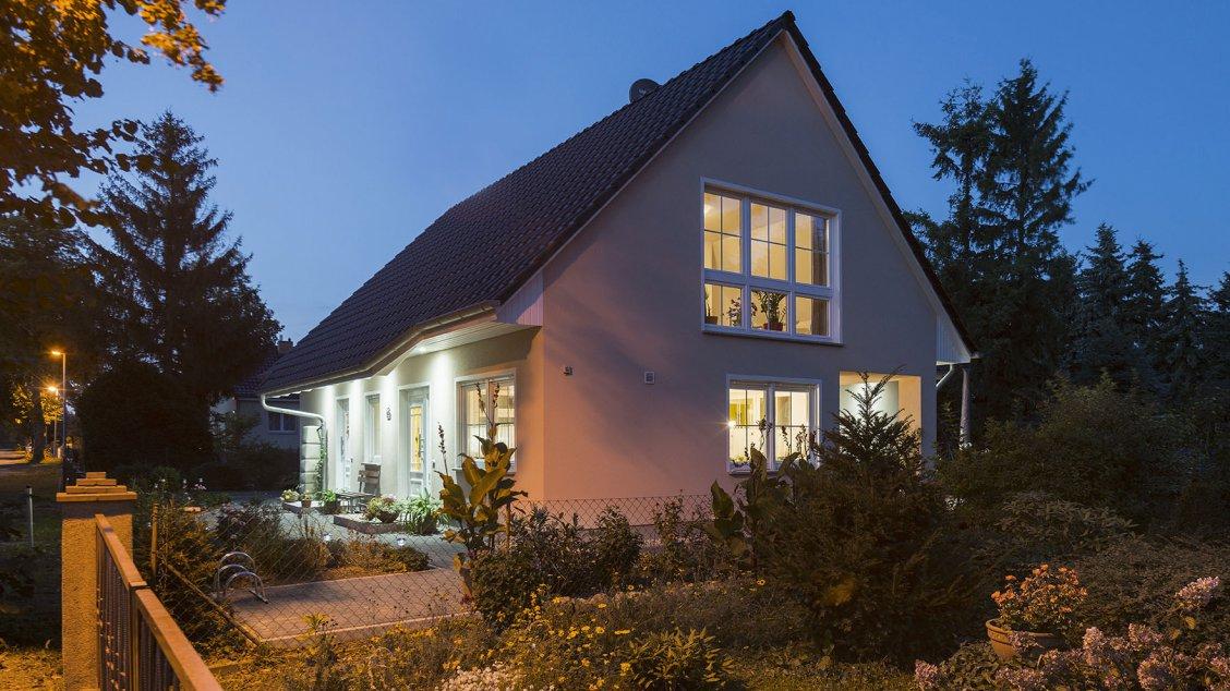 Roth | Mehrfamilienhaus | drei Giebel, Abendstimmung