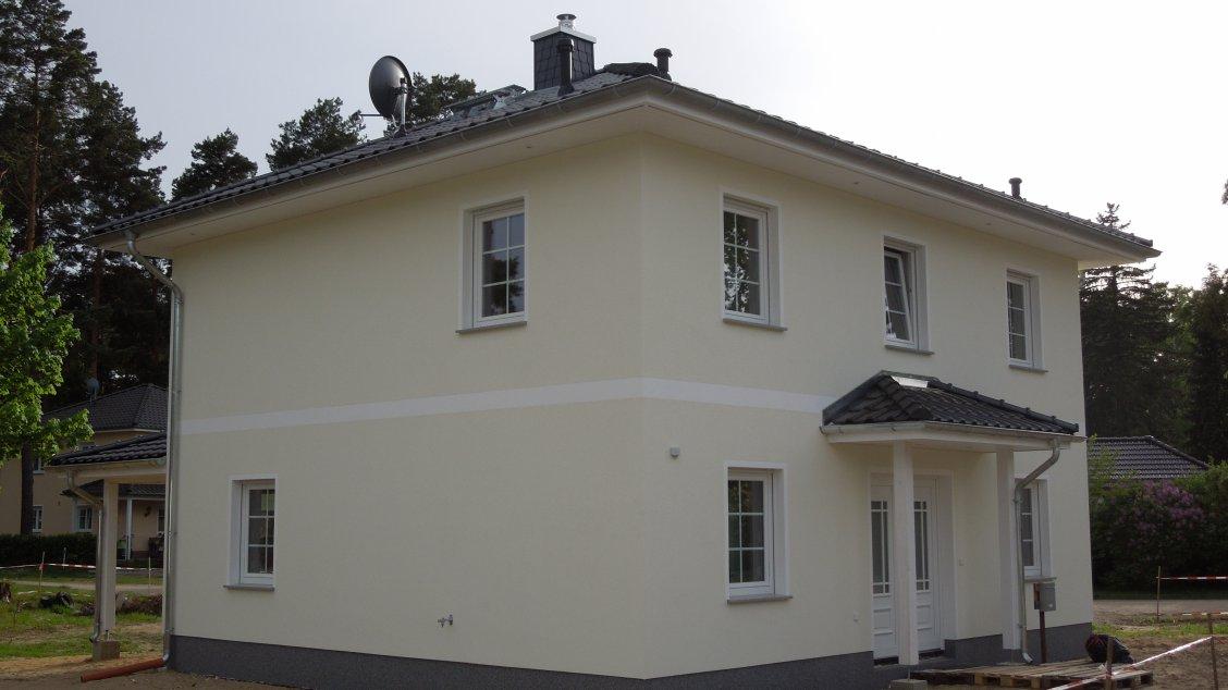stadtvilla verona mit gro er terrassen berdachung hausreferenz stadtvillen wandlitz roth. Black Bedroom Furniture Sets. Home Design Ideas