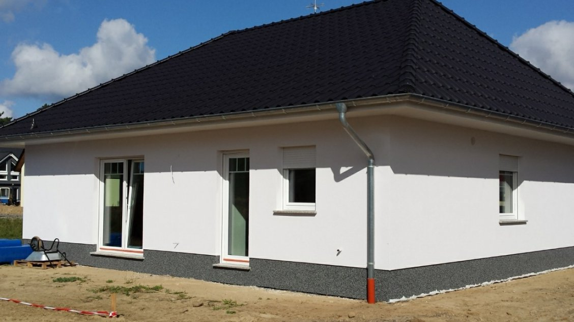 individuell geplanter bungalow mit luft wasser w rmepumpe hausreferenz bungalows. Black Bedroom Furniture Sets. Home Design Ideas