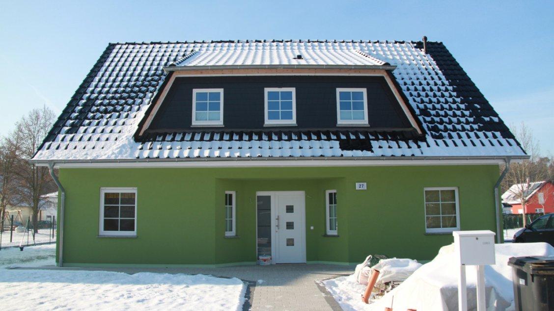 Mit vollverglaster nebeneingangst r hausreferenz for Einfamilienhaus falkensee