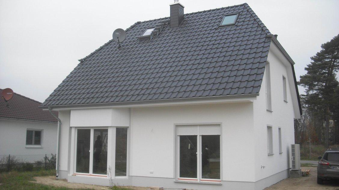 Klassisches landhaus mit erdw rmepumpe hausreferenz for Klassisches einfamilienhaus
