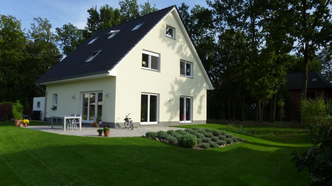 Individuell geplant mit garage hausreferenz for Einfamilienhaus falkensee