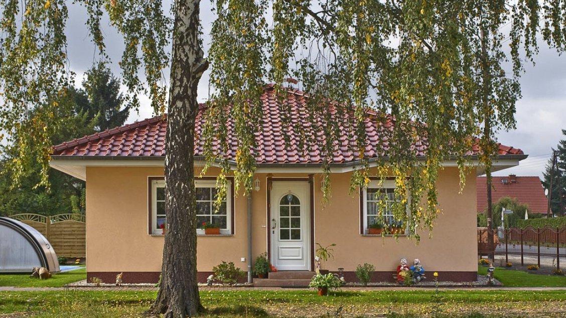 Bungalow rerik mit anbau hausreferenz bungalows berlin for Bungalow berlin