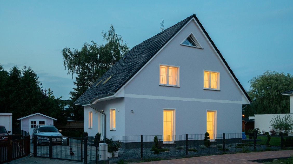 Einfamilienhäuser | Haus Wismar (Putzfassade), Schrägansicht Hauseingang