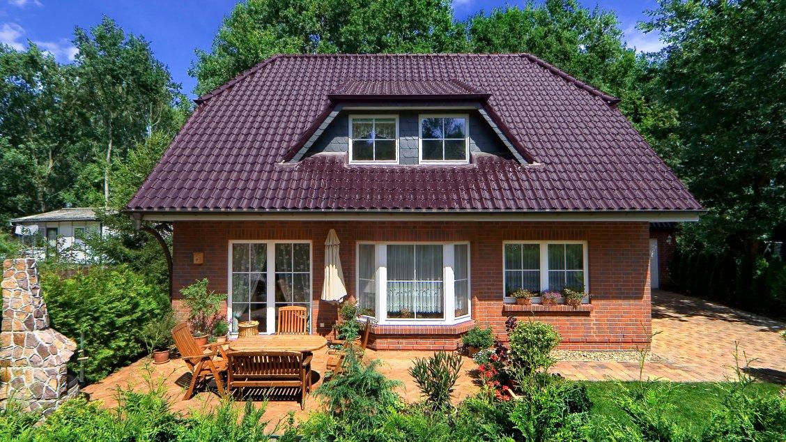 Einfamilienhäuser | Landhaus 156 (Klinkerfassade, Terrassenansicht frontal)