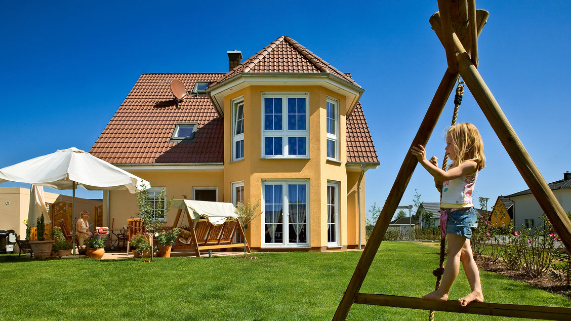 Einfamilienhäuser | Turmhaus 152 (Putzfassade), Gartenimpression