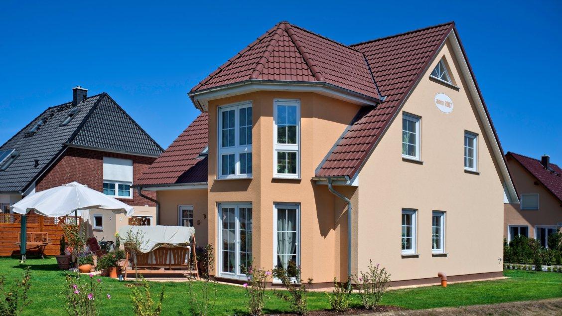 Einfamilienhäuser | Turmhaus 152 (Putzfassade), Schrägansicht Turm