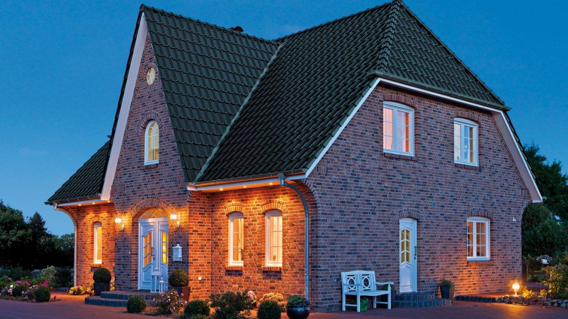 friesenhaus 145 einfamilienh user bauen roth massivhaus. Black Bedroom Furniture Sets. Home Design Ideas