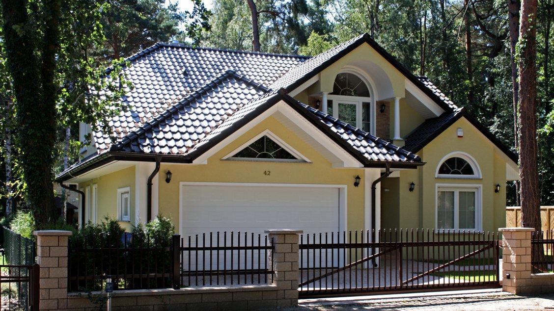 landhausvilla kanada exklusive h user walmdach und gro e panoramfenster roth massivhaus. Black Bedroom Furniture Sets. Home Design Ideas