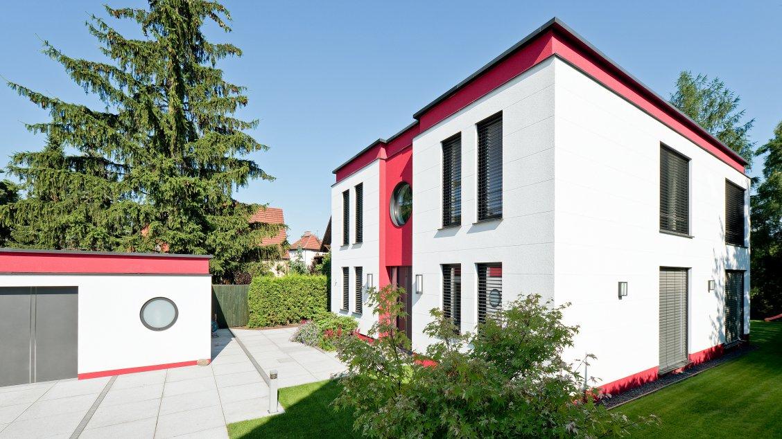 flachdach haus cubatur 155 moderne h user bauen roth massivhaus. Black Bedroom Furniture Sets. Home Design Ideas