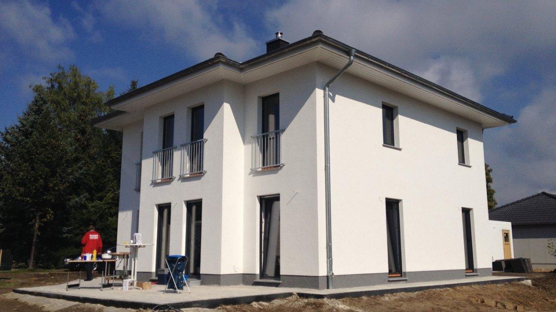 villa lugana hausreferenz stadtvillen ahrensfelde roth massivhaus. Black Bedroom Furniture Sets. Home Design Ideas