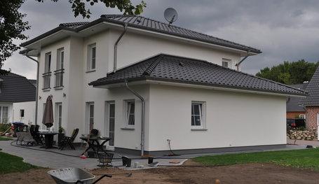 mit Staffelgeschoss und Doppelgarage (Stadtvillen) in Kröppelshagen ...
