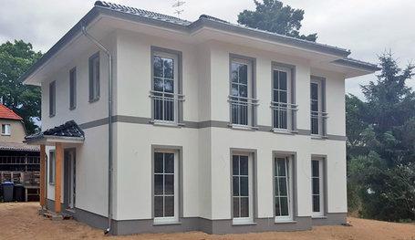 villa mit eingangsbereich zur seite stadtvillen in birkenwerder roth massivhaus. Black Bedroom Furniture Sets. Home Design Ideas