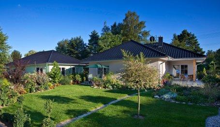 Massivhaus bungalow mit garage  Hausbau Bungalow: Massivhaus Winkel-Bungalow mit Garage ...