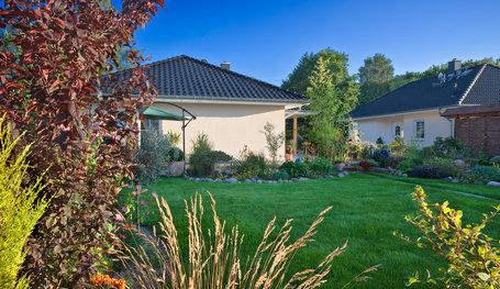Massivhaus Birkenwerder bungalow mit kaminschornstein hausreferenz bungalows