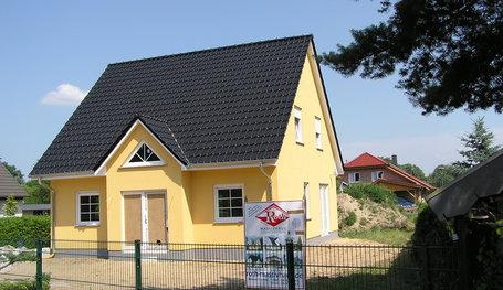 turmhaus mit landhauseingang einfamilienh user in fredersdorf roth massivhaus. Black Bedroom Furniture Sets. Home Design Ideas