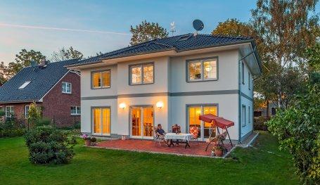 stadtvilla lugana mediterrane moderne stadtvilla bauen mit garage roth massivhaus. Black Bedroom Furniture Sets. Home Design Ideas