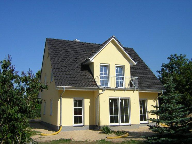 Einfamilienhäuser | Friesenhaus 145, Rückansicht mit Balkon