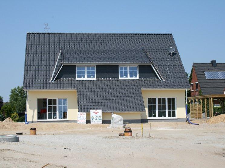 Mehrfamilienhäuser | Doppelhaus, Rückansicht in Bauphase