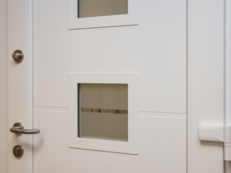 Roth | Standort: Kaiserdamm, Ausstellung, Haustür