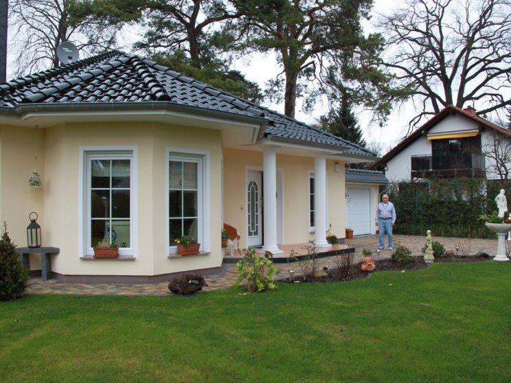 bungalow_ahlbeck_mit_putzfassade_in_berlin-wannsee_foto_kuehmel24.jpg