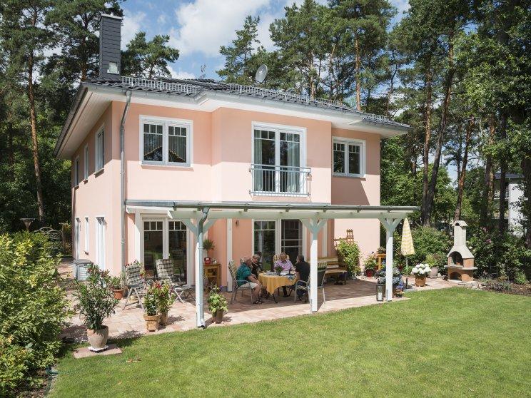 Roth | Stadtvilla Lugana | Zeuthen | Bauherren-Interview | Gartenseite, Terrasse überdacht