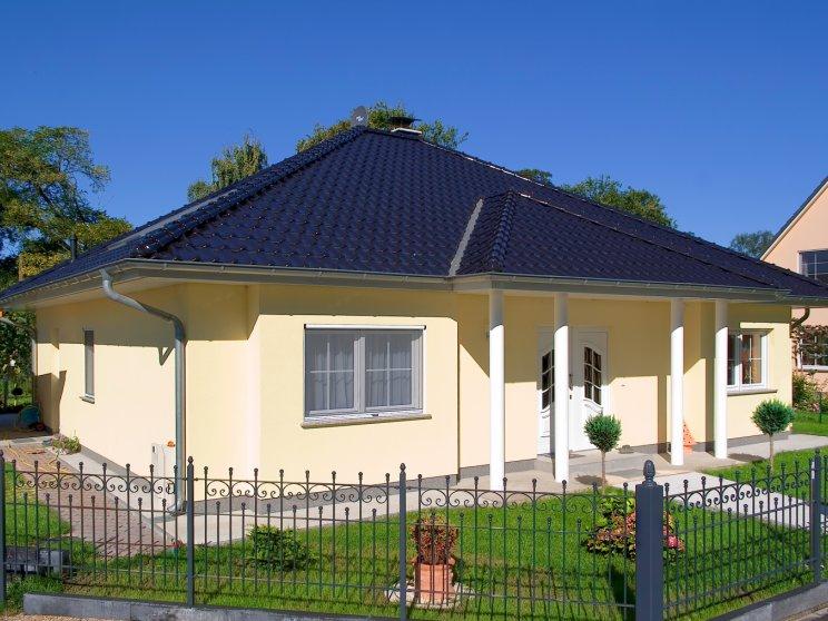 Bungalows | Bungalow Zingst (Putzfassade), Hauseingang schräg