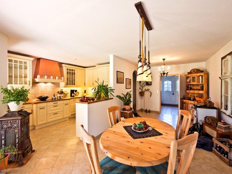 Bungalows | Bungalow Ahlbeck (Innenaufnahme: Wohn- und Küchenbereich)