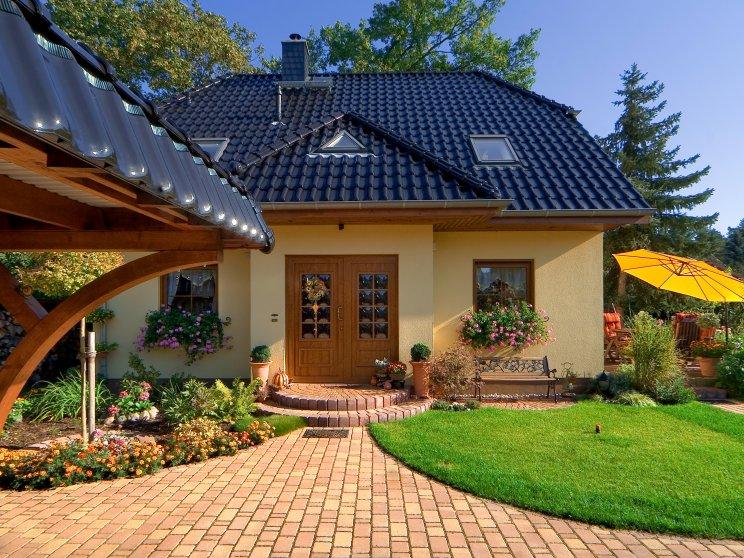 Einfamilienhäuser | Landhaus 142 (Putzfassade, Hauseingang frontal)