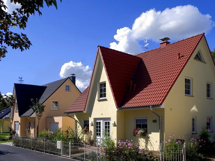 Einfamilienhäuser | Friesenhaus (Putzfassade), Häusersiedlung